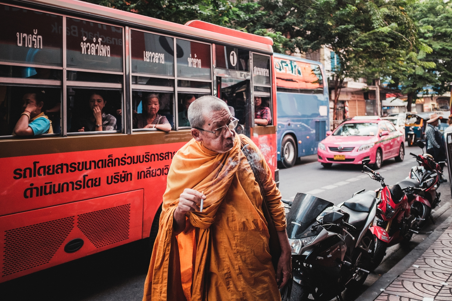 Bangkok (76)-Street-Photography-Monk