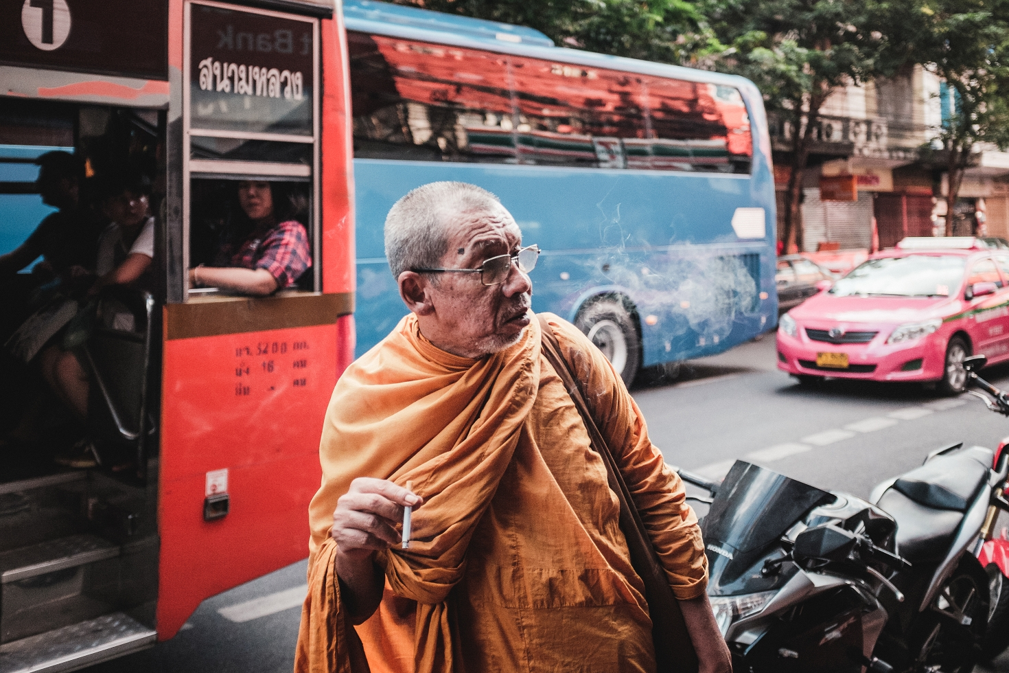 Bangkok (77)-Street-Photography-Monk