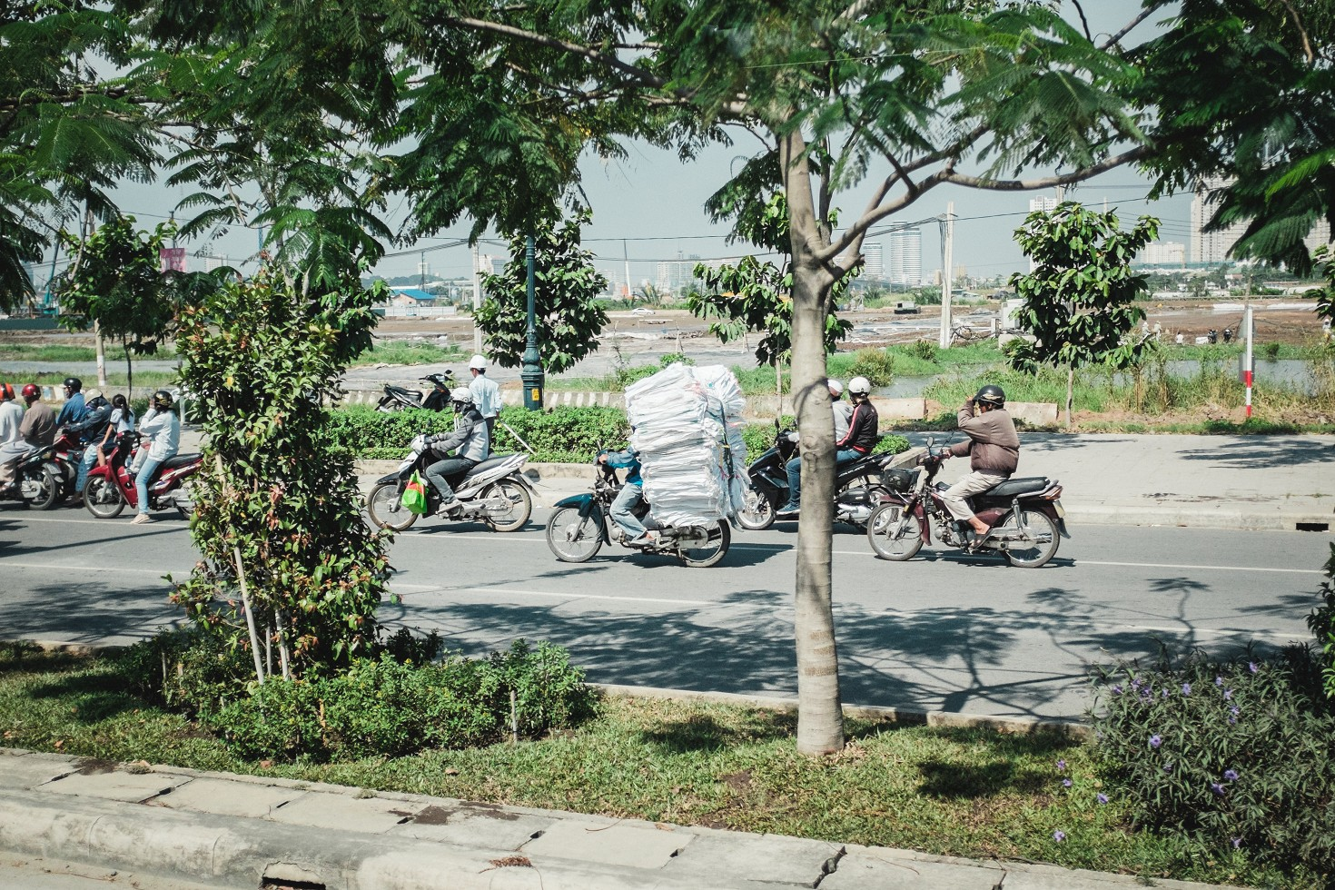 Vietnam-Ho-Chi-Minh-City-Saigon-Reportage-Scooter-Traffic-Verkehr (1 von 16)